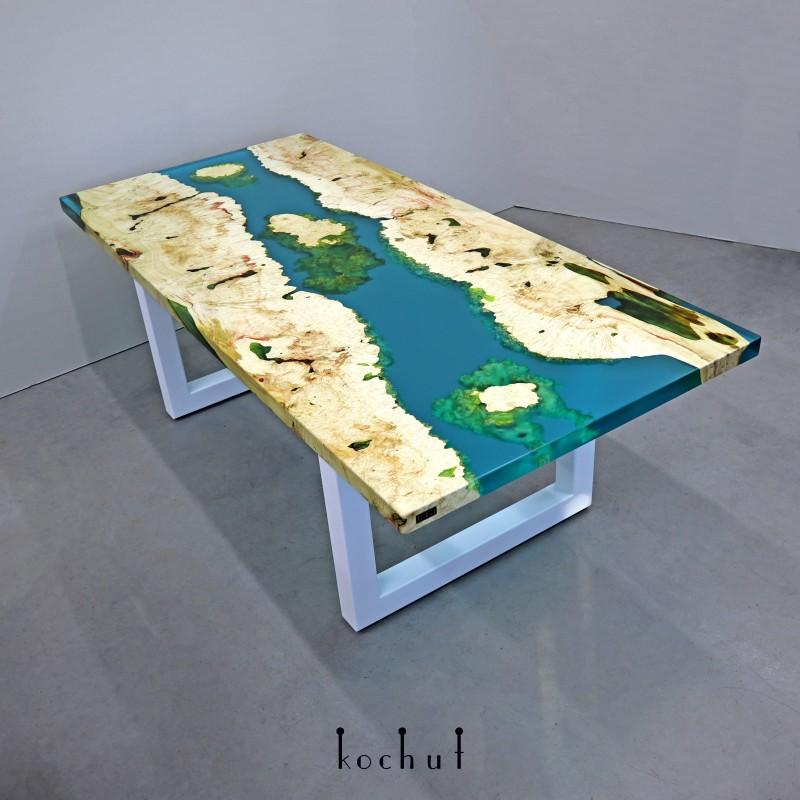 Обедный стол «Санторини». Калифорнийский клен, эпоксидная смола, акрил