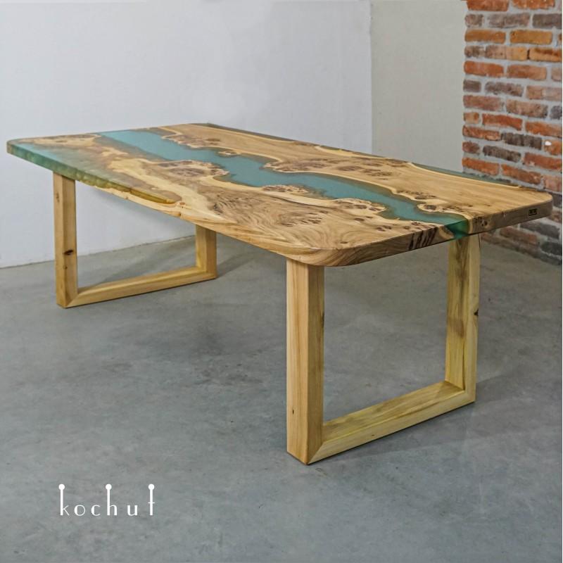 Обеденный стол «Могучий эвкалипт». Вяз, эпоксидная смола, акрил