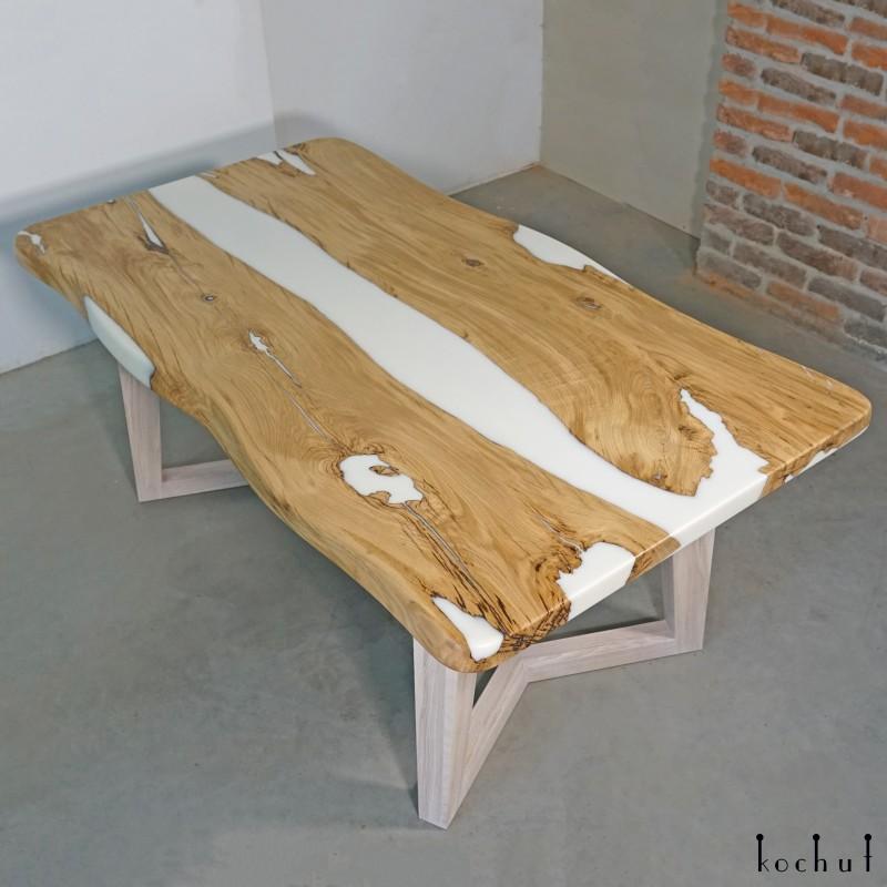 Обеденный столик «Снег в пустыне». Дуб, белая эпоксидная смола, полиуретан