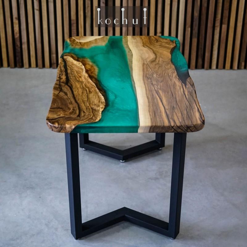 Обеденный стол «Зеландия». Орех, эпоксидная смола, полиуретан.