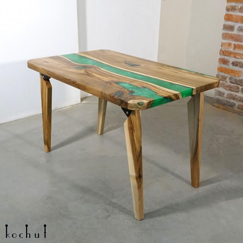 Обеденный стол «Базилик». Орех, эпоксидная смола, полиуретан