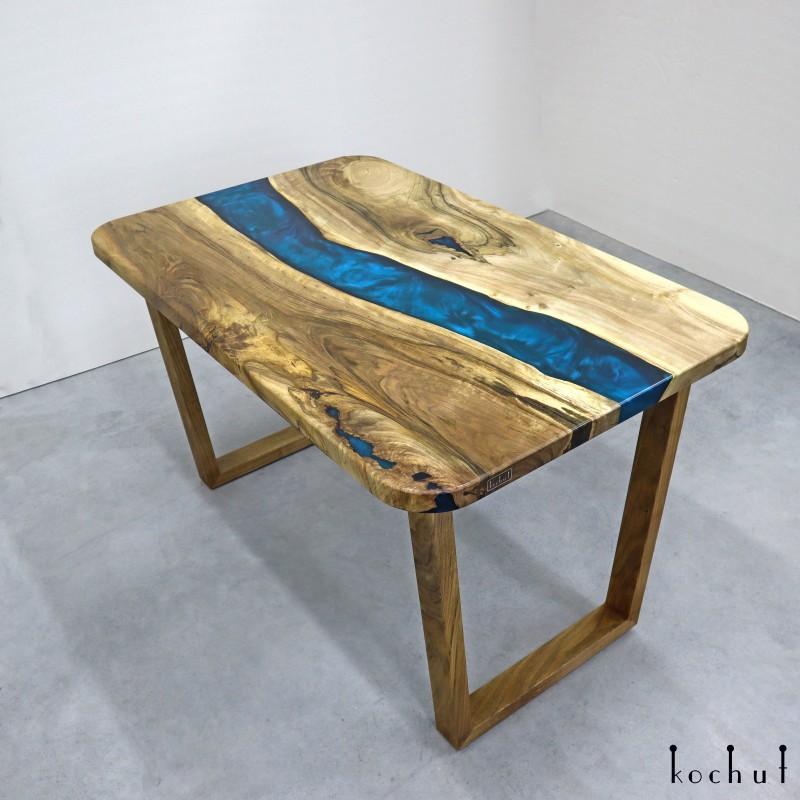 Обеденный стол «Іолит». Горех, эпоксидная смола, полиуретан