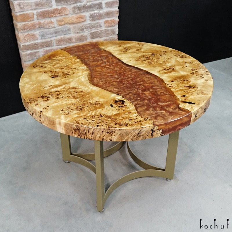 Обеденный стол «Юпитер». Тополь, эпоксидная смола, полиуретан
