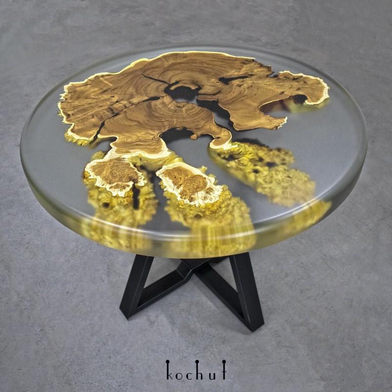 Журнальный стол «Итака». Дикая маслина, эпоксидная смола, полиуретан