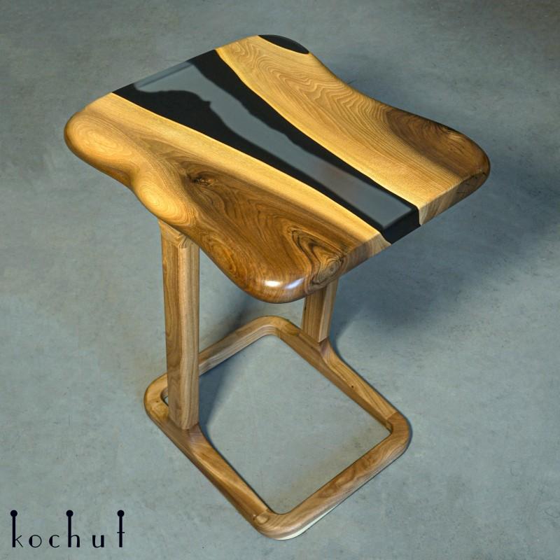 Придиванний столик «Токонома». Європейський горіх, епоксидна смола