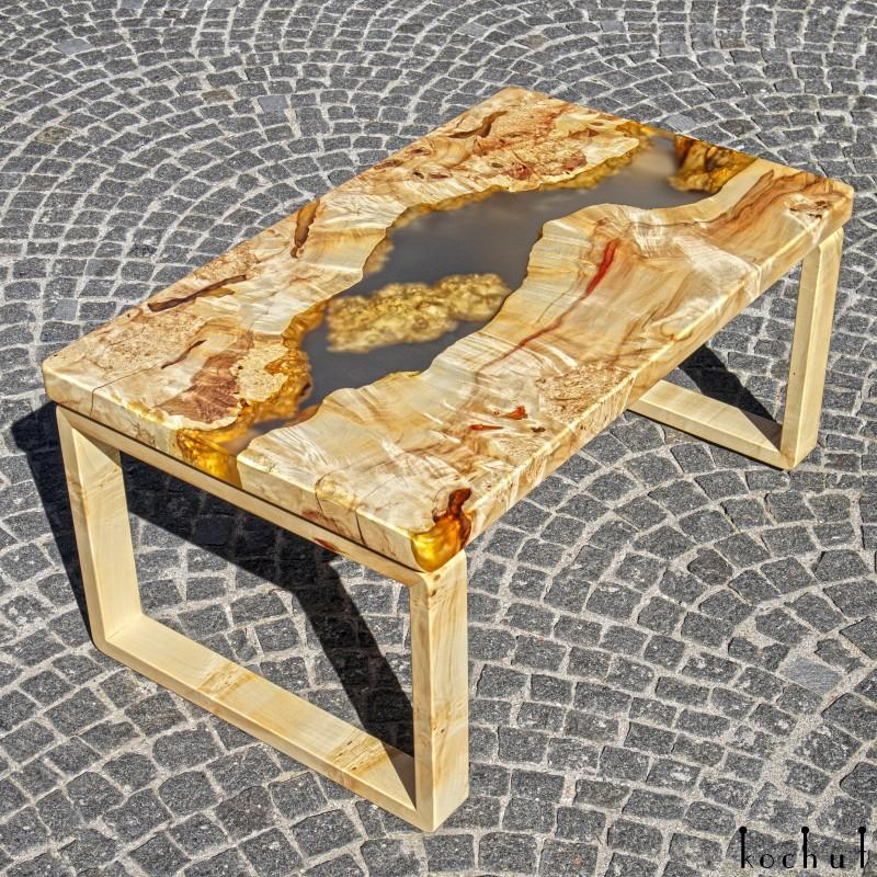 Журнальный стол «Артезианский источник». Калифорнийский клен, эпоксидная смола, полиуретан