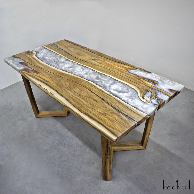 Обеденный стол «Платінум». Европейский орех, эпоксидная смола, акрил