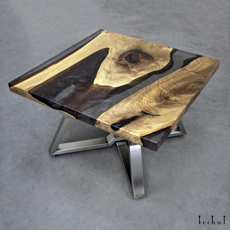 Журнальный стол «Запах дыма». Европейский орех, эпоксидная смола, полиуретан
