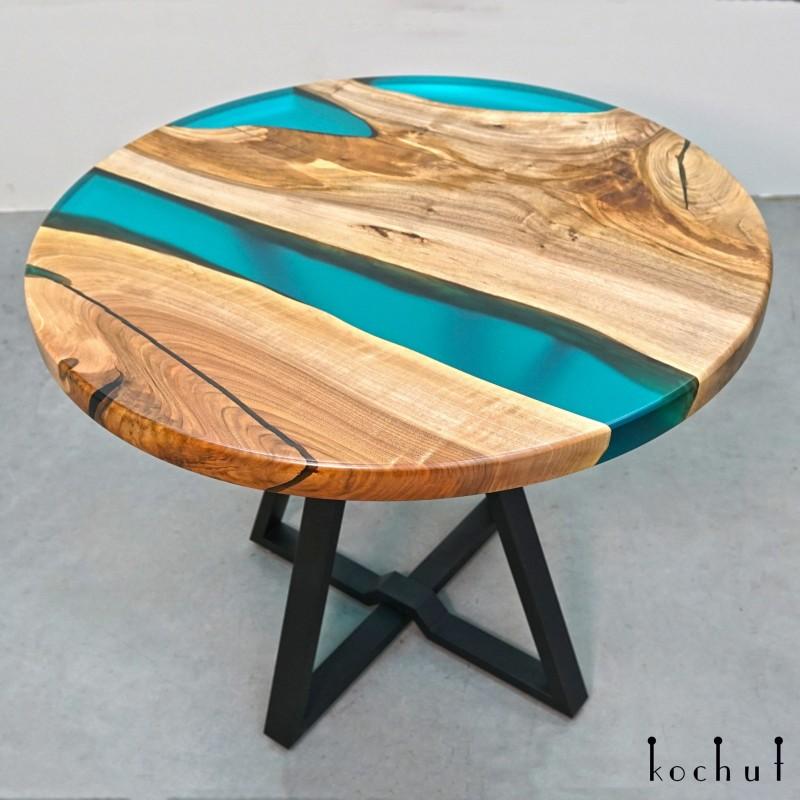Обеденный стол «На одной волне». Европейский орех, эпоксидная смола, полиуретан