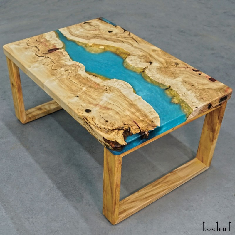 Журнальный стол «Ларимар». Клён, эпоксидная смола, полиуретан
