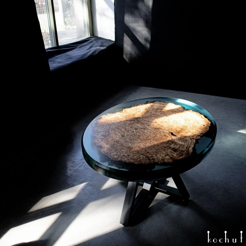 Журнальный стол «Аврора». Вяз, эпоксидная смола, полиуретан