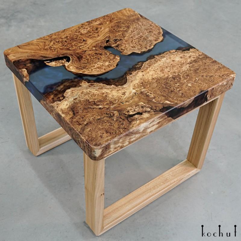 Кофейный стол «Белиз». Вяз, эпоксидная смола, полиуретан