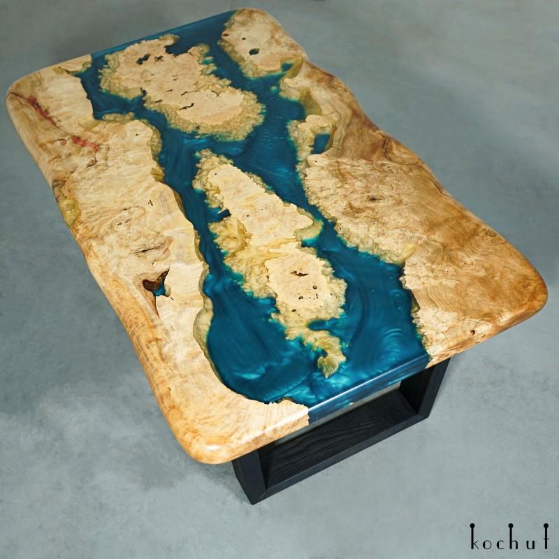 Журнальный стол «Синий бархат». Клён, эпоксидная смола, полиуретан
