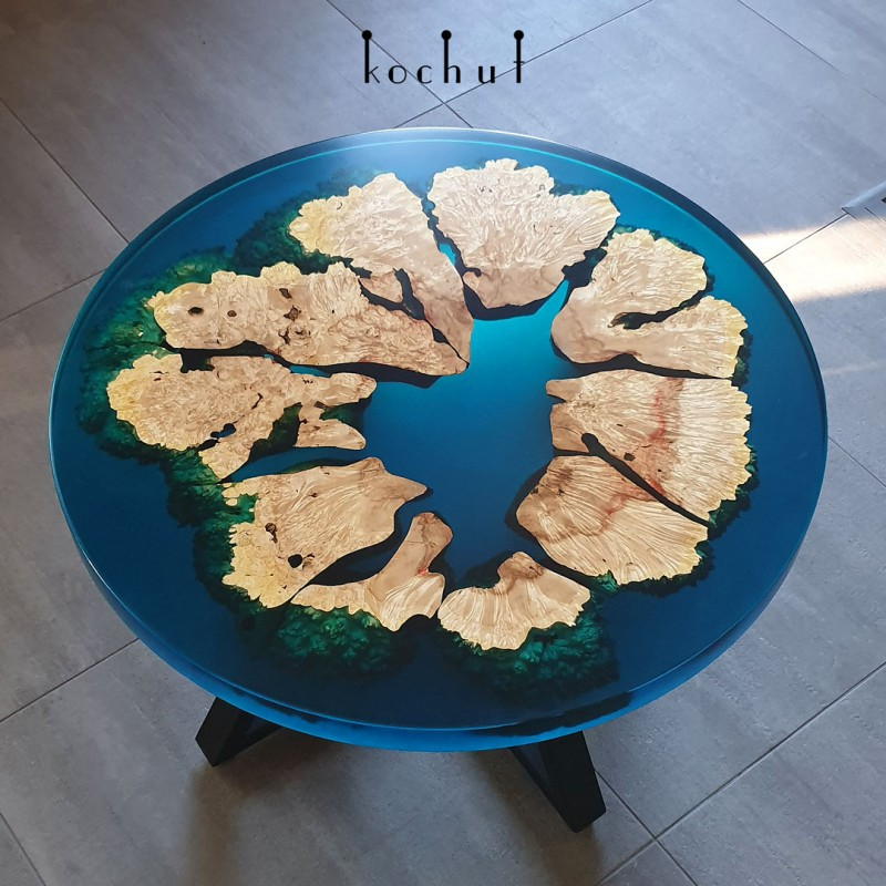 Журнальный стол «Коралловый атолл». Калифорнийский клен, эпоксидная смола, полиуретан
