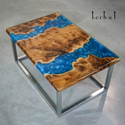 Coffee table «Two horizons». Elm, epoxy resin, polyurethane varnish