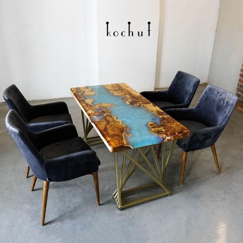 Обеденный стол «Полярная река». Калифорнийский клен, эпоксидная смола, полиуретан