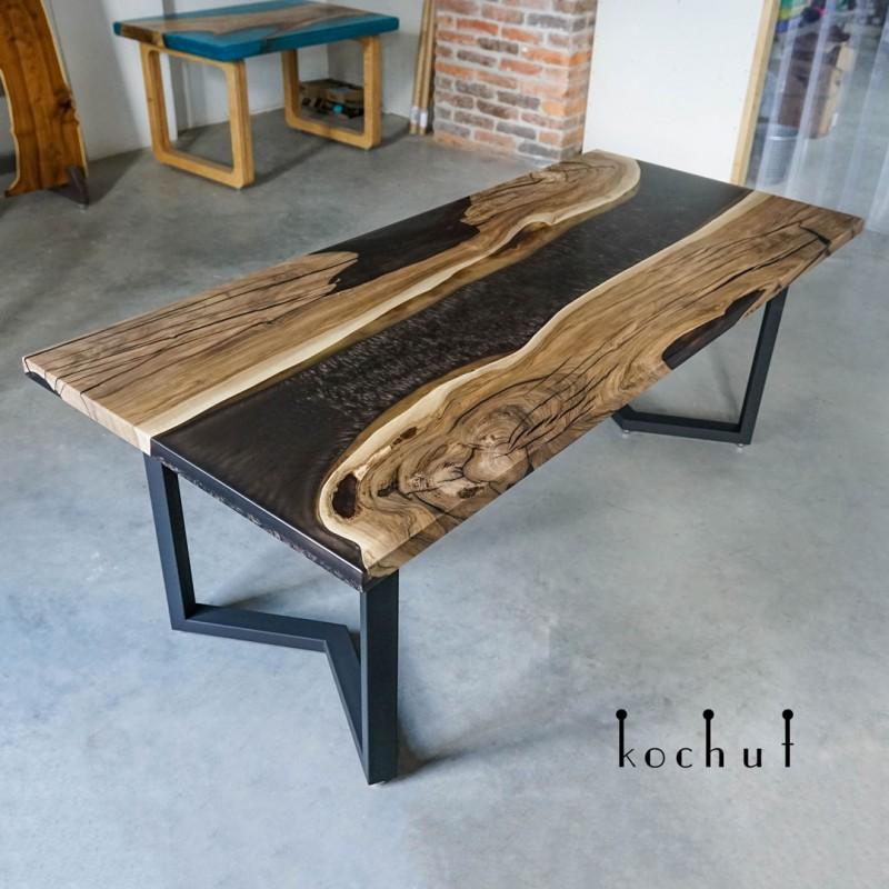 Обеденный стол «Арманьяк». Орех, эпоксидная смола, акрил