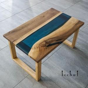 Журнальний стіл «Арктика». Європейський горіх, дуб, епоксидна смола, поліуретан