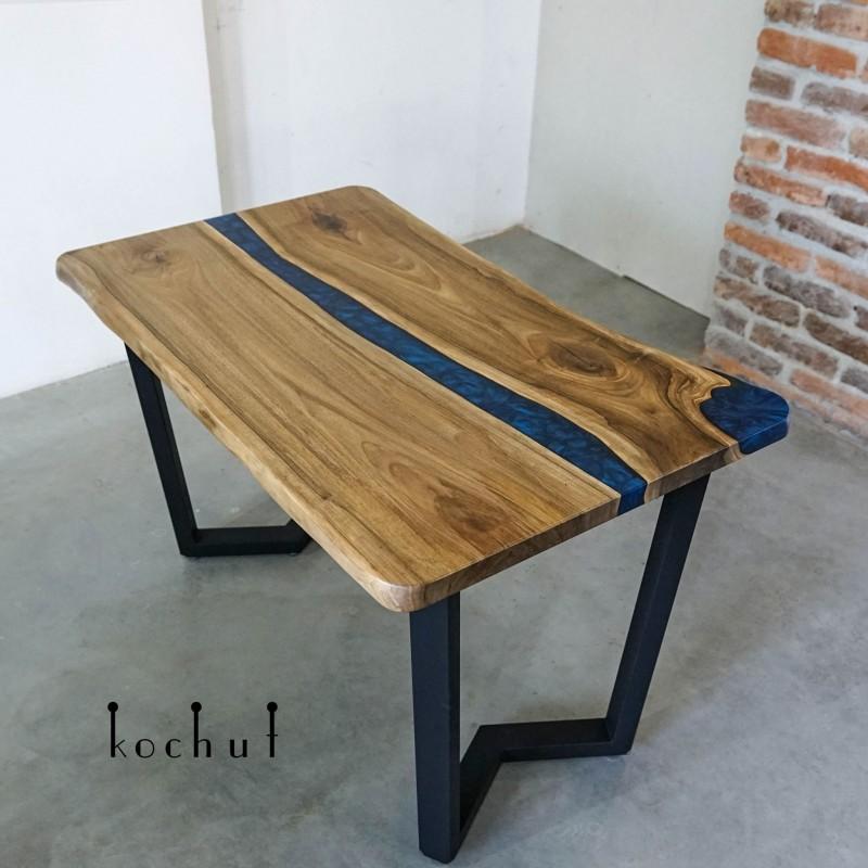 Обеденный стол «Фрейзер». Канадский орех, эпоксидная смола, полиуретан