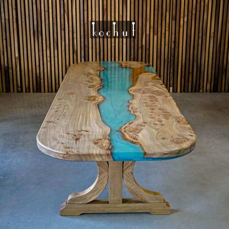Обеденный стол «Традиции рода». Вяз, эпоксидная смола, полиуретан