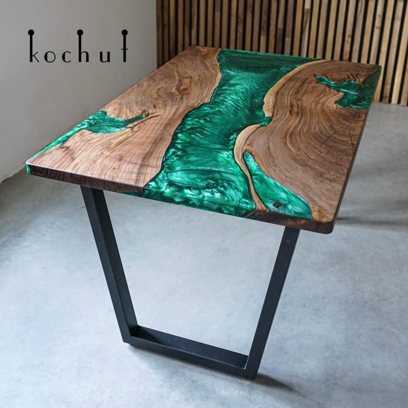 Обеденный стол «Новая земля». Американский орех, эпоксидная смола, полиуретан