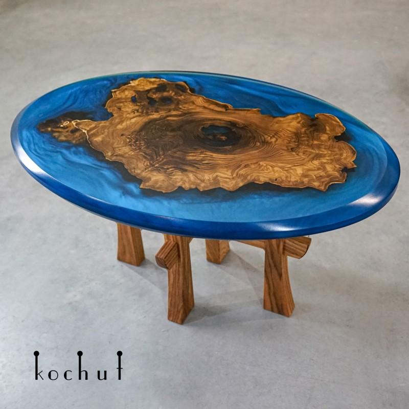 Кофейный стол «Магеллан». Дикая маслина, эпоксидная смола, акрил