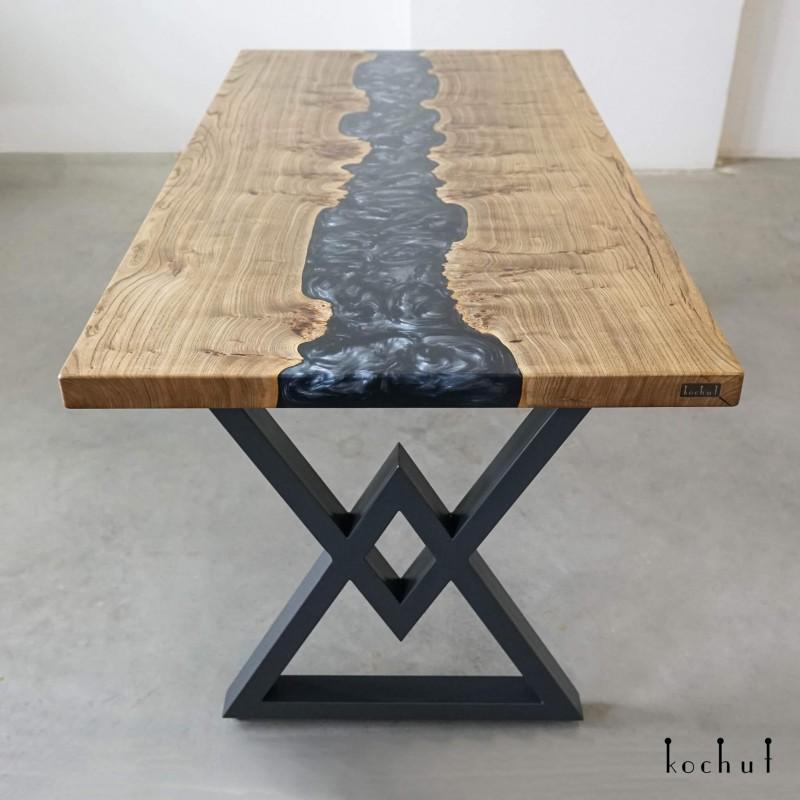 Обеденный стол «Сидзен». Вяз, эпоксидная смола, полиуретан