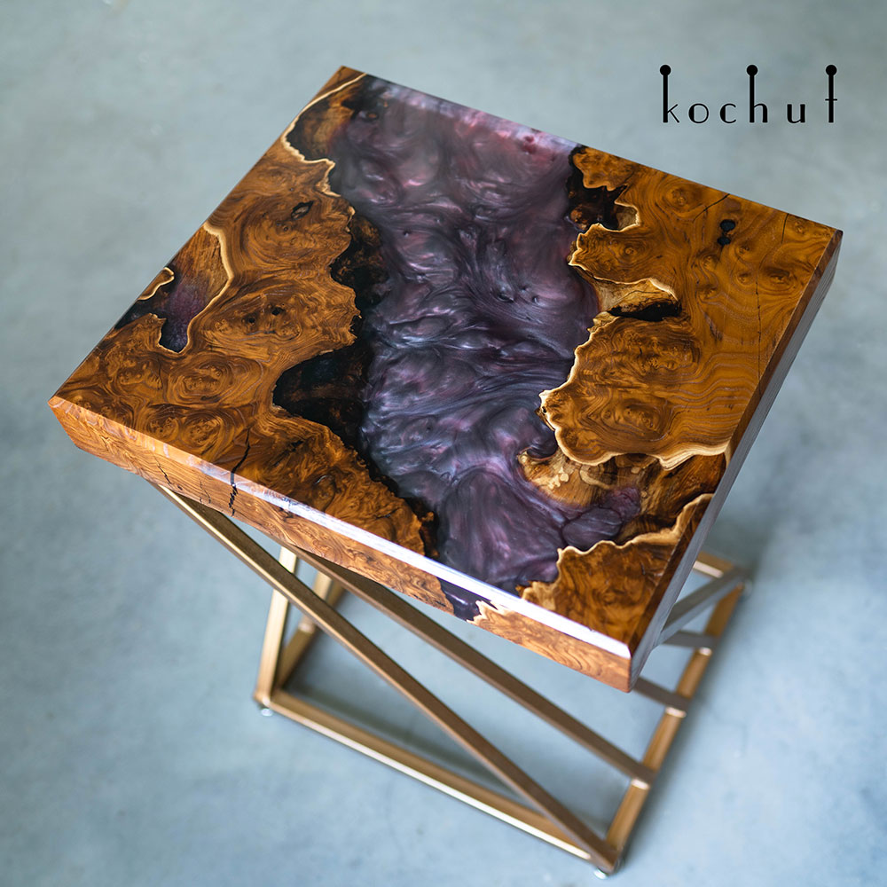 Table console with epoxy filling